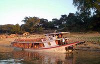 Transport de poteries par voie fluviale (près de Pagan)